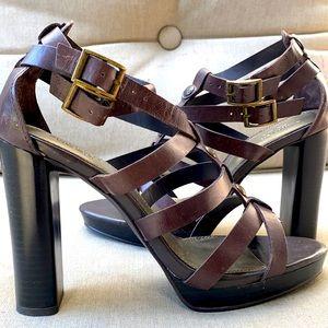 EUC SimplyVera Vera Wang Strappy high heel sandles